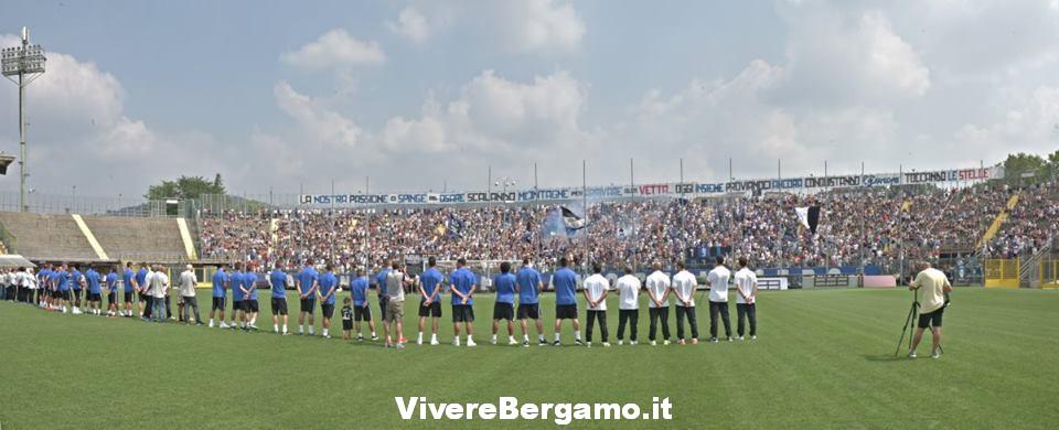 Squadra e tifosi atalanta Bergamo