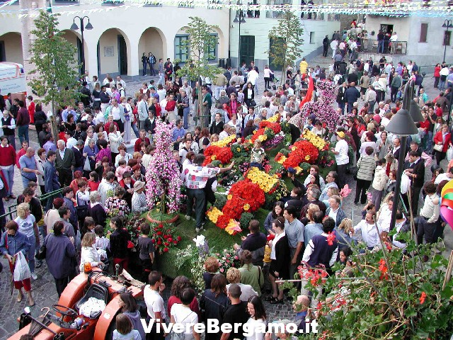 Sfilata carri 41° Festa dell' uva e dei fiori 2016 a Foresto Sparso